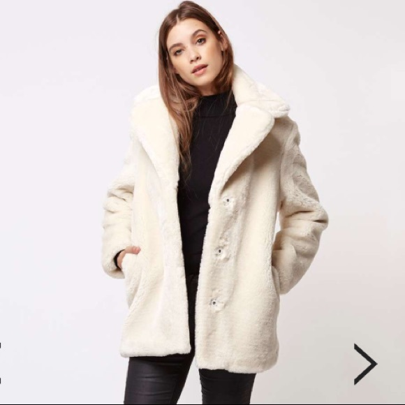 d76e1d4256bb3 TopShop Faux Fur Off White Compact Coat Sz 4 Small.  M 5abf94dfa825a60cef311339
